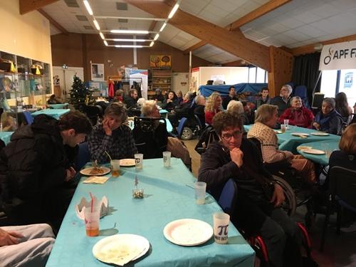 Adhérents & bénévoles à la galette de la délégation de Paris