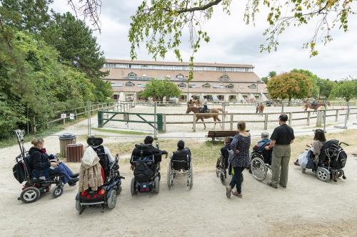 Passage par le centre équestre du Parc de l'ïle Saint Germain