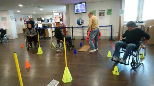 Atelier - Parcours fauteuil d'APF France handicap au Pôle Emploi de Choisy-le-Roi