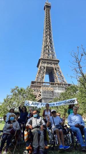 Les adhérents parisiens au champs de mars