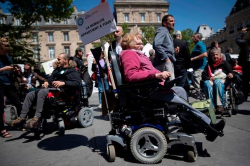 Photo de personnes en situation de handicap lors de la manifestation du 14 mai 2019 à place de la République.