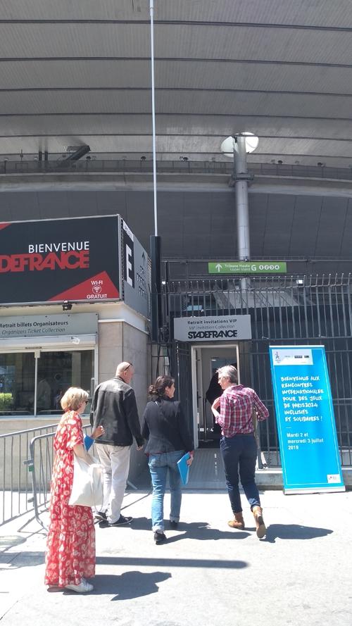 Entrée des Rencontres internationales pour des JOP Paris 2024 inclusifs et solidaires au Stade de France