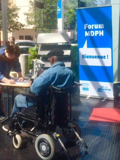 Photo du stand APF France handicap à la MDPH 94
