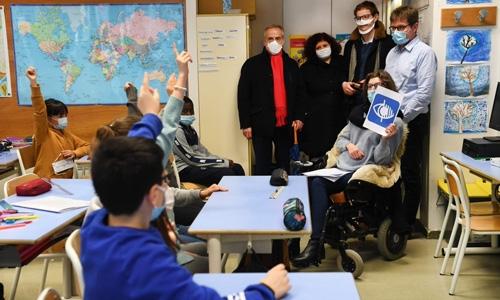 Sensibilisation au handicap en classe à Courbevoie
