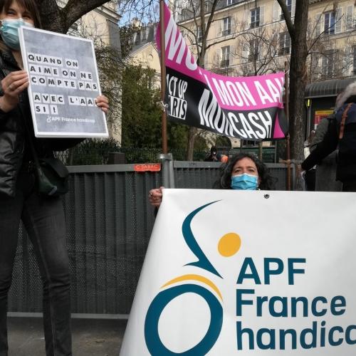 APF France handicap et ActUP devant le sénat le 9 mars 2021