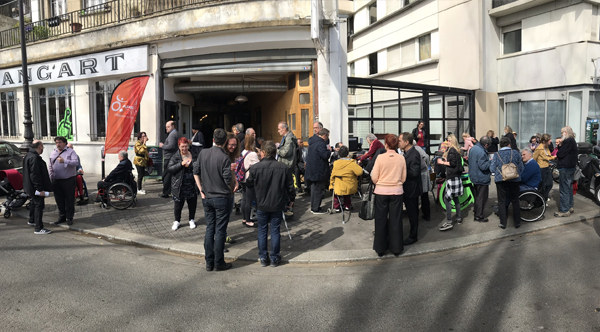 Photo de l'Assemblée Départementale de Paris le 30/03/19 : Foule devant le Hang'Art lors du cocktail