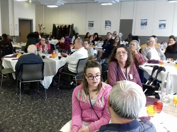 Les adhérents du Val-de-Marne lors du repas de l'assemblée départementale