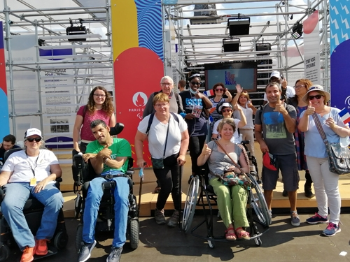 Les adhérents au village olympique du Trocadero