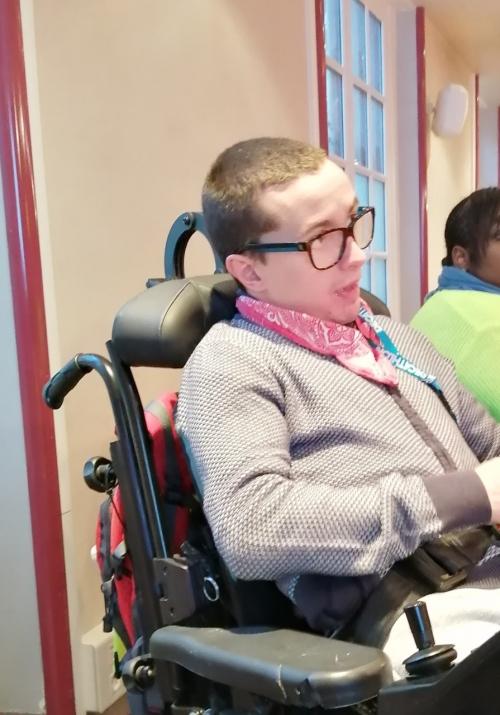 Alexandre, bénévole pur l'annuaire des lieux de soins accessibles.