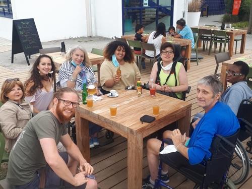 photo de groupe au bar à Larmor Plage