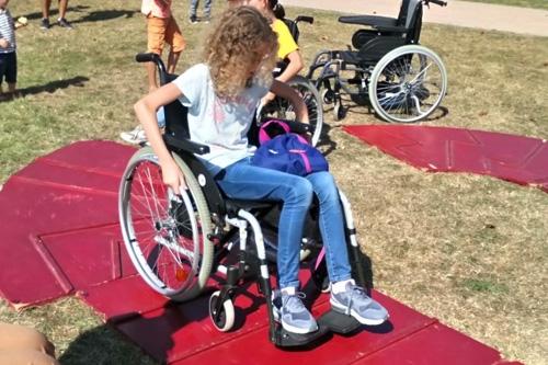 Parcours fauteuil animé par APF France handicap - Délégation du 92 à l'Everestival à Rueil-Malmaison