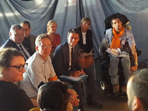 Photo de groupe avec Xavier et le secrétaire d'Etat Gabriel Attal