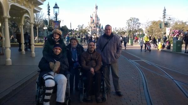 Photo de groupe d'adhérents du Val-de-Marne à Disneyland Paris