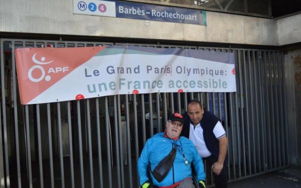 Photo de Joël Nekkab lors du rassemblement à la station Barbès