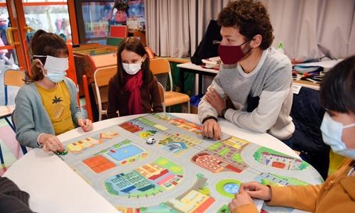 Atelier ludique de sensibilisation au handicap visuel sur un parcours voiture