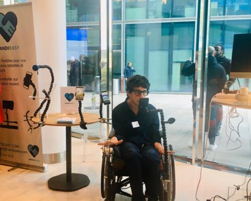 Jason Chemama, fondateur d'Handieasy (qui commercialise des bras de supports flexibles pour smartphones/tablettes adaptés aux fauteuils roulants)