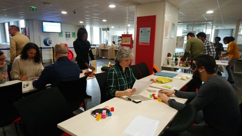 Atelier sensibilisation au handicap visuel d'APF France handicap au Pôle Emploi de Choisy-le-Roi