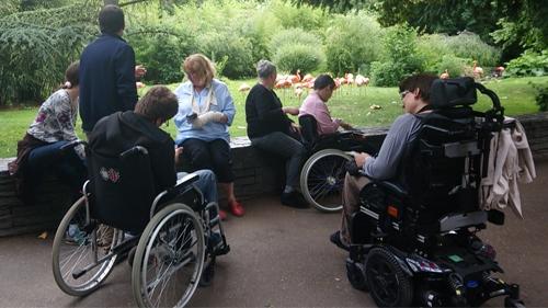 Le groupe de l'atelier d'écriture dans le jardin des plantes